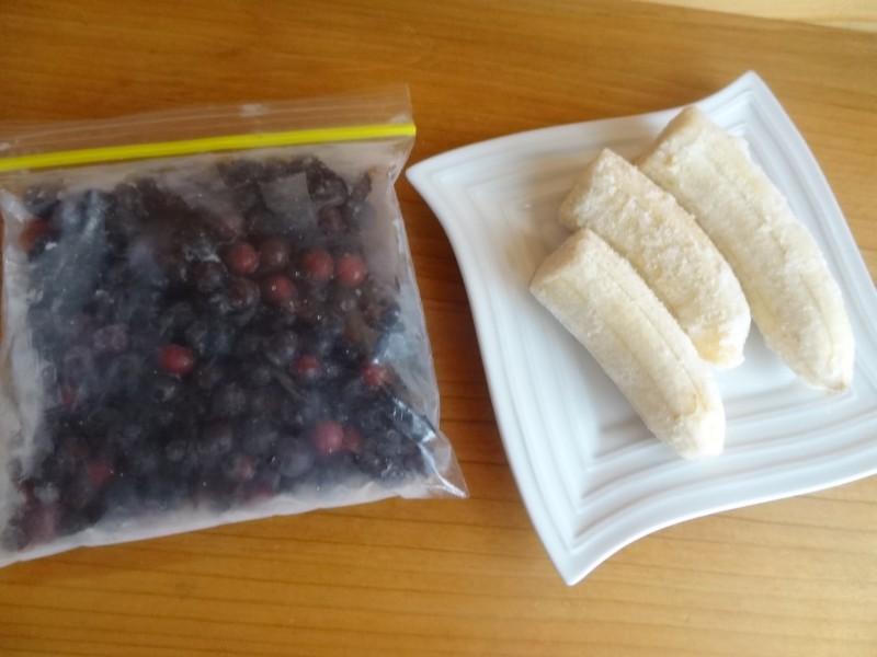 バナナブルーベリーヨナナスの材料~冷凍ブルーベリー,冷凍バナナ~
