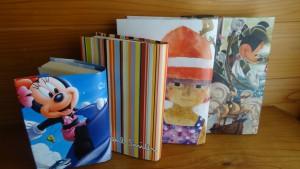 紙袋やカレンダーで作ったブックカバー