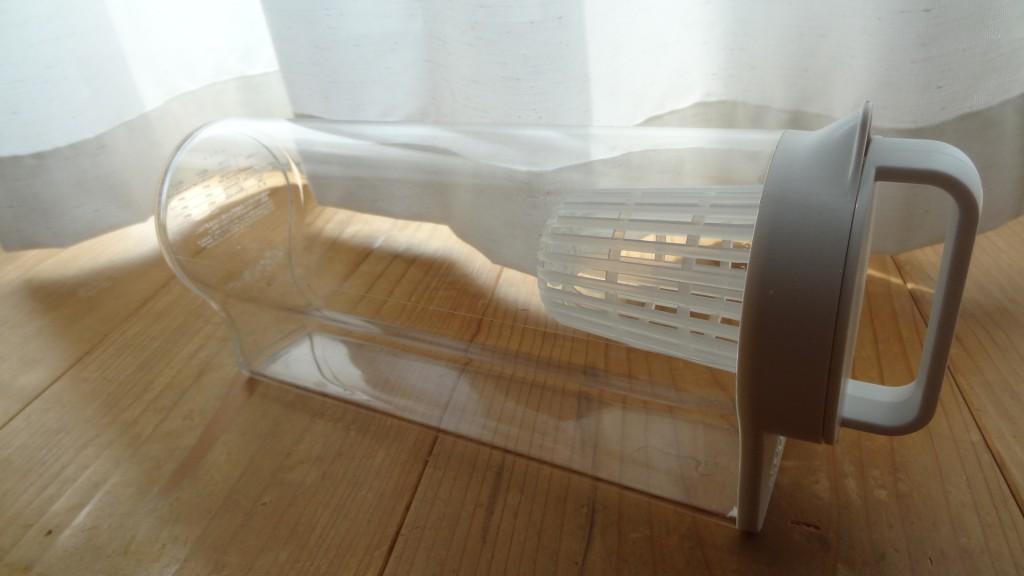 無印良品の「アクリル冷水筒 冷水専用約2L」横置き