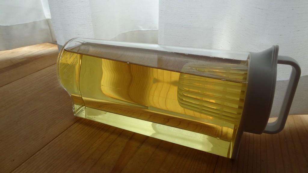 無印良品の「アクリル冷水筒 冷水専用約2L」を横置きしたところ