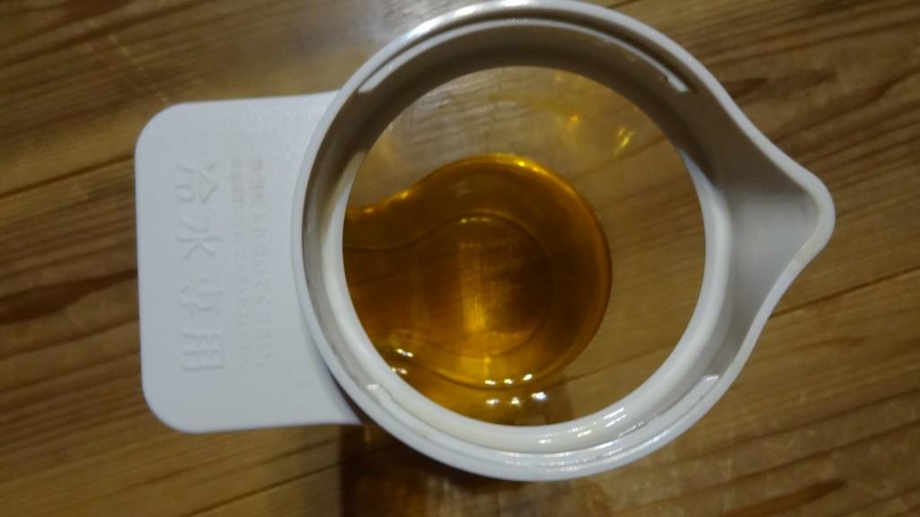 無印良品の「アクリル冷水筒 冷水専用約2L」ふたを開けたところ