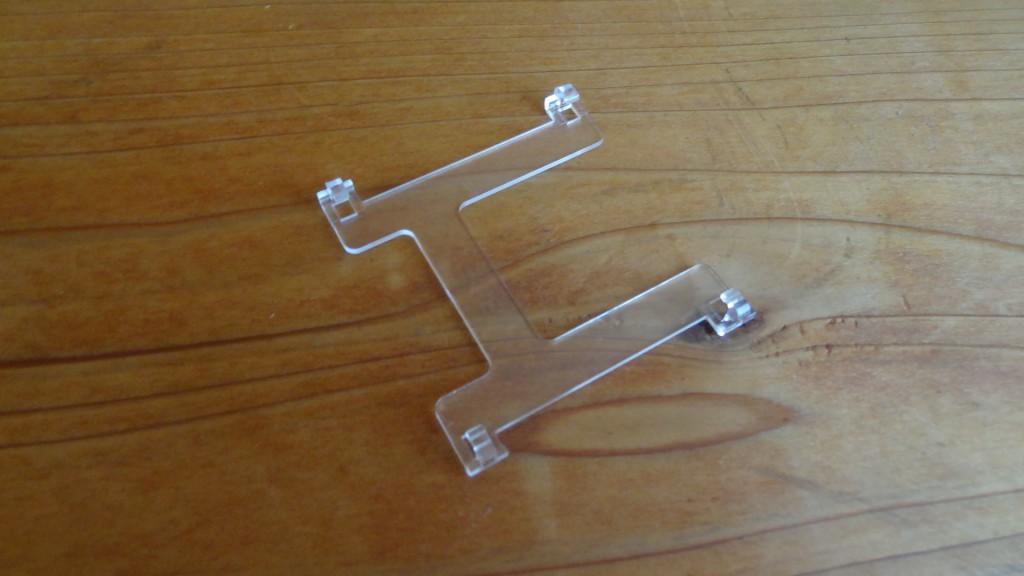 プラスチック製のH字(?)型のもの