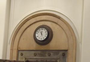 金庫室の上にある時計