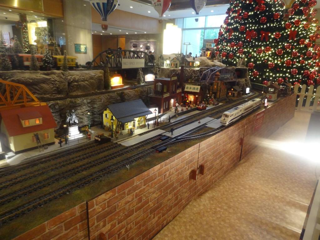 大規模なジオラマと鉄道模型(1)