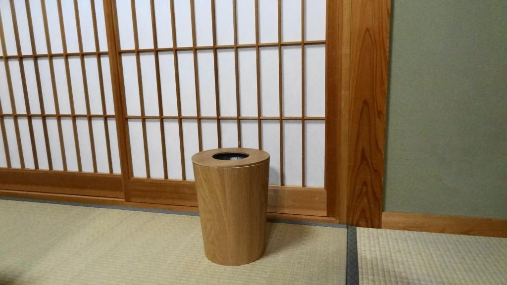 和室にも合う「タモ材ごみ箱・ふた付」