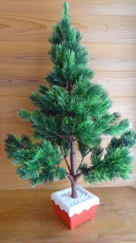 組み立てたクリスマスツリー