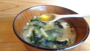 味噌汁(2)オリーブオイルを入れるところ