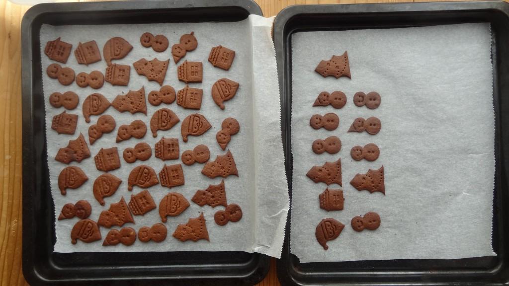 型抜きしたココアクッキー焼く前の状態