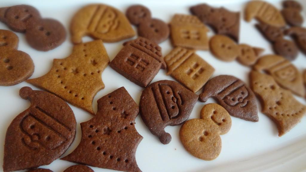 ランダムに並べたプレーン&ココアクッキー