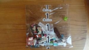 1と書かれているレゴブロックの袋