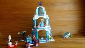 箱の写真のように配置したアナと雪の女王のレゴ