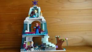エルサのお城にいるエルサ&アナ&オラフ(実際の写真)