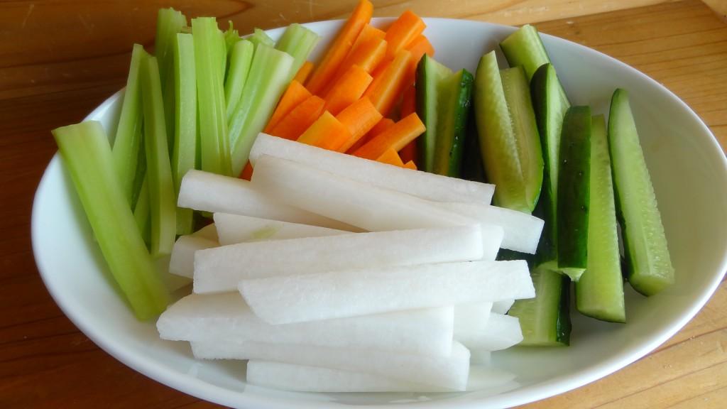 野菜をスティック状に切りそろえた状態