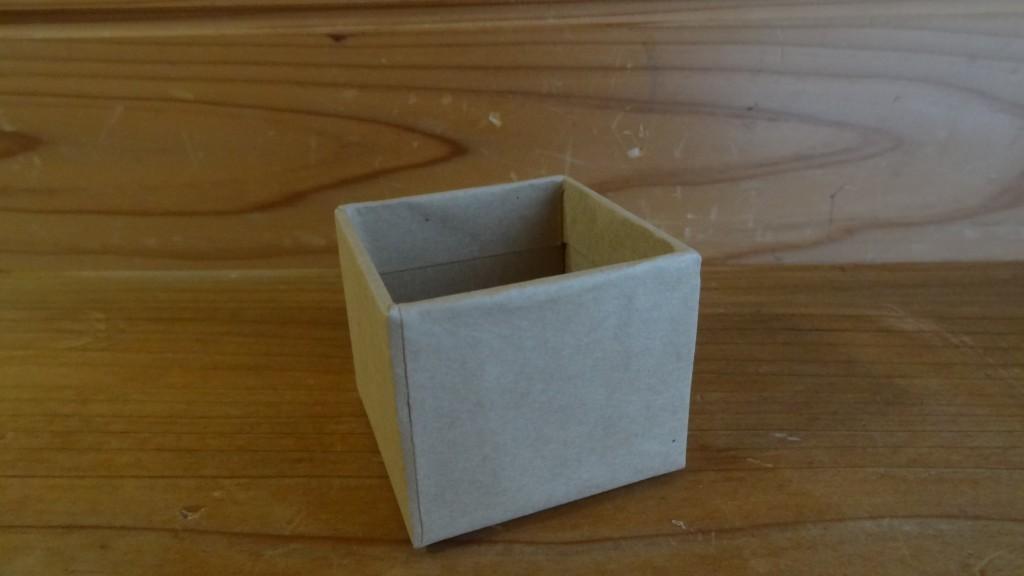 自宅にあった茶色の小さなペーパーボックス