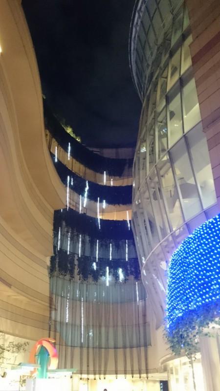 パークス2階「光の滝」(1)