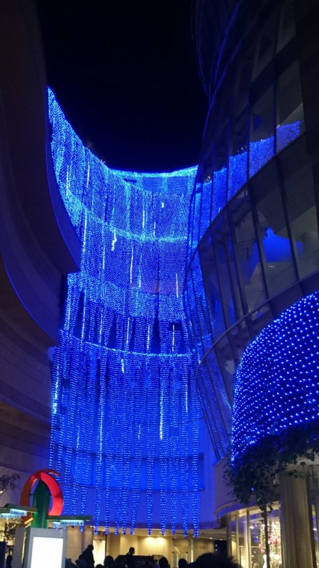 パークス2階「光の滝」(2)