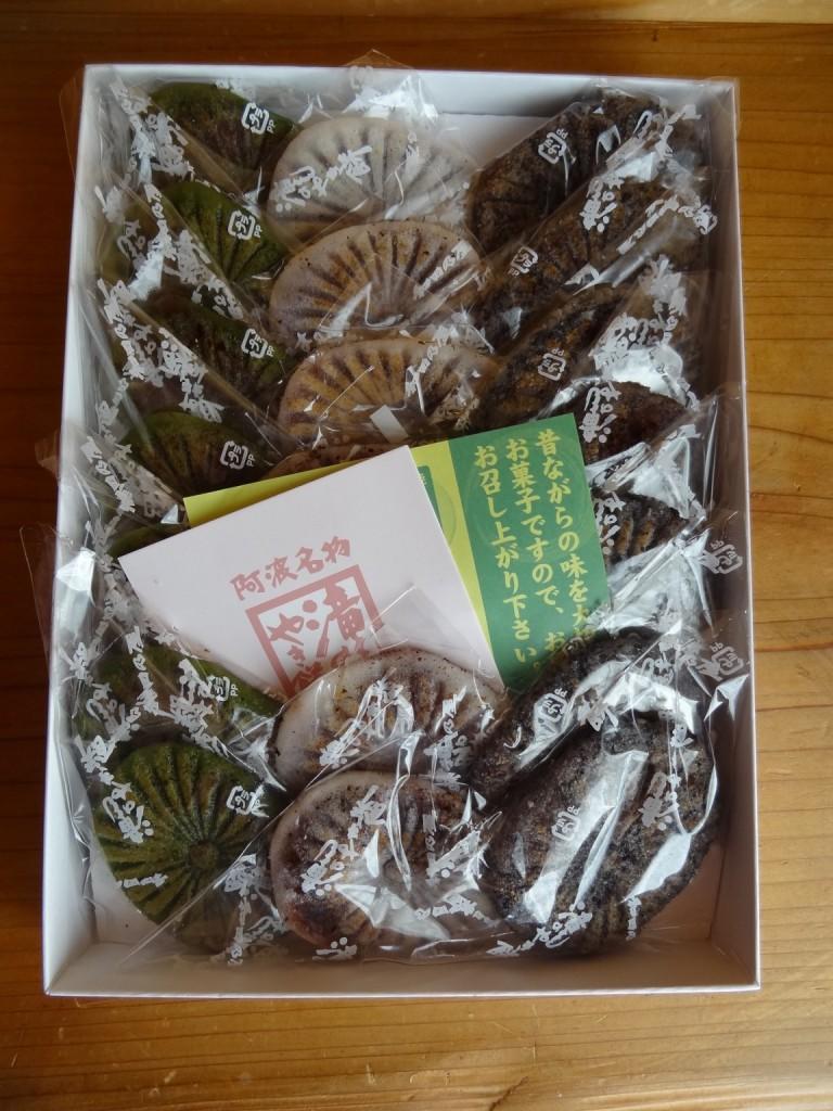 「滝のやき餅」(2)白,抹茶,胡麻の21個入り
