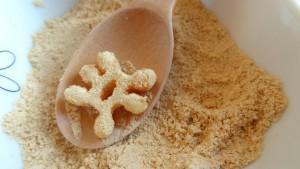 きな粉砂糖に「雪結晶パスタ」を入れた後の状態