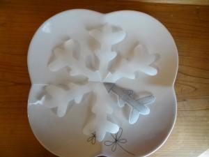 お皿の上にデコレーションシートを置いた状態(2)