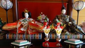 京式の飾り方(左:お姫様,右:お殿様)