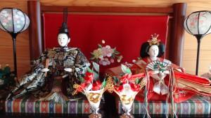 一般的な飾り方(左:お殿様,右:お姫様)