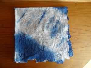 ウェディングドレスに使用した藍染めハンカチ