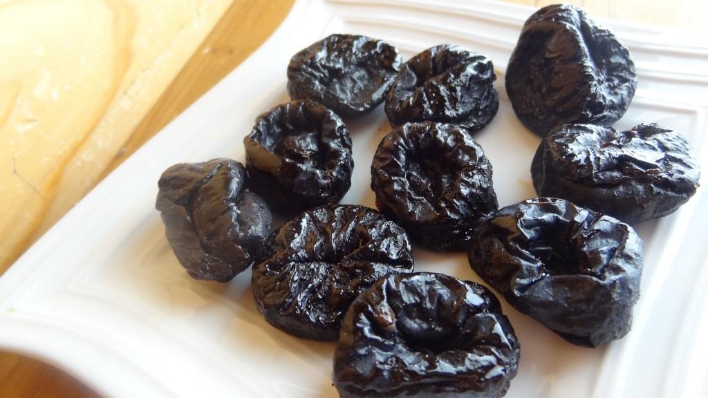 水溶性,不溶性食物繊維が同じくらい含まれているプルーン
