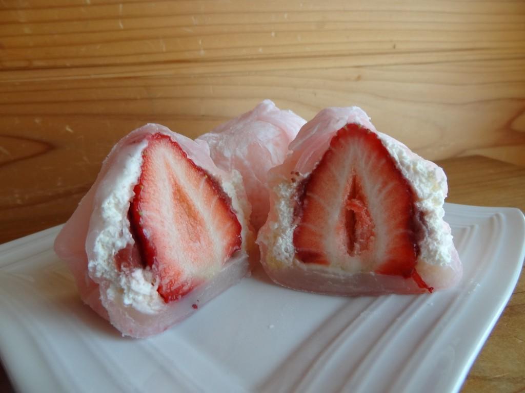 朝摘み苺のぜいたく苺大福(3)