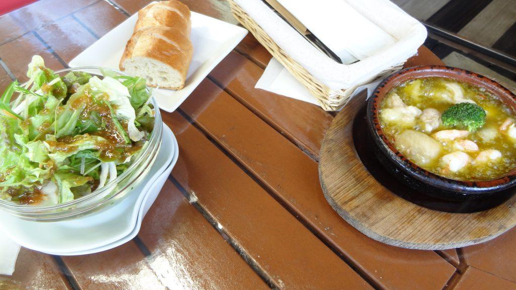 カフェ忠左衛門(6)サラダ,パン,アヒージョ