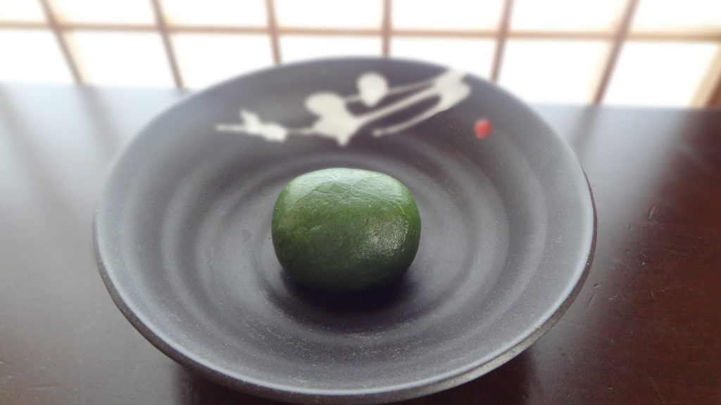 茜庵のかしわ餅(よもぎ)(1)