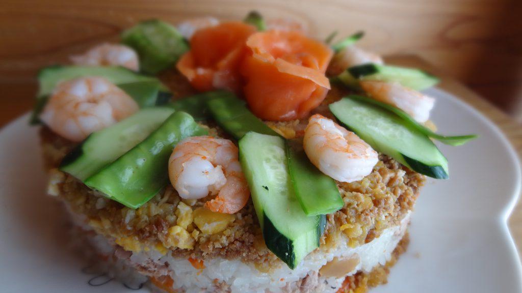絹さやの使用例(寿司ケーキ)