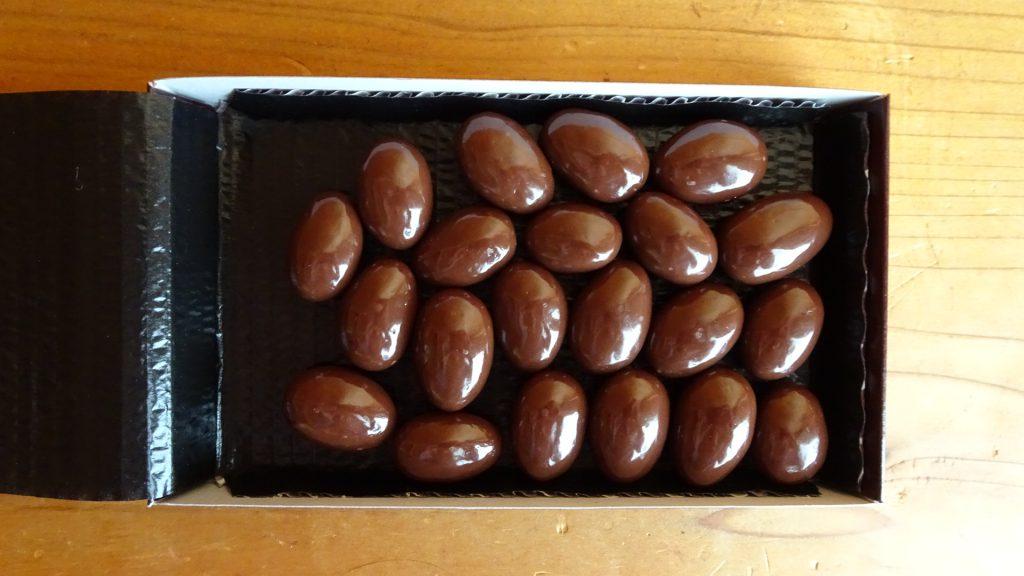 ロッテの「乳酸菌ショコラアーモンドチョコレート ビター」(6)