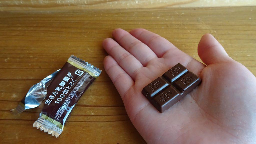 ロッテの「乳酸菌ショコラ ビターチョコレート」(6)