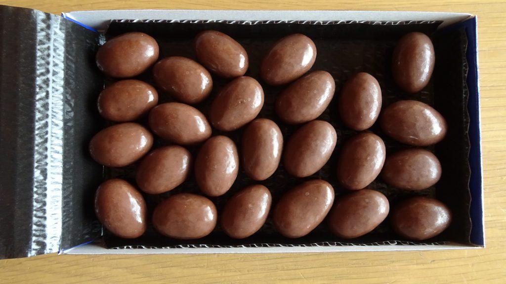 ロッテの「乳酸菌ショコラ アーモンドチョコレート」の新しいパッケージ(4)